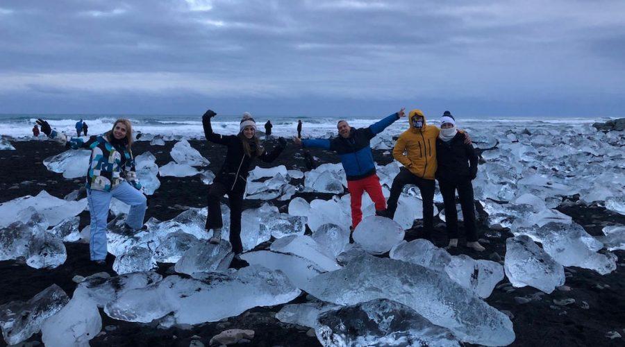 Grupo de viajeros en Islandia