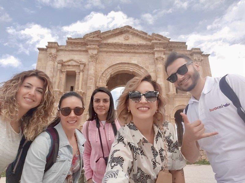 Viajeros con edades similares en Jordania